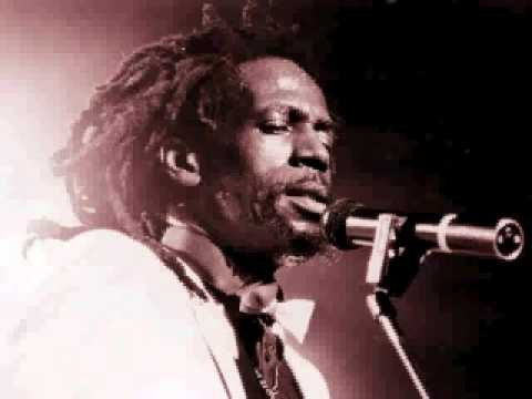 Gregory Isaacs Vs Dennis Brown mp3