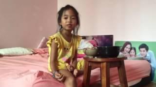 SUE 7 tuổi quay clip hỏi thăm Bố Dũng đang đi dạy guitar ở xa (6/10/2016)