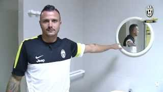 A tour of the Juventus dressing room with Simone Pepe!