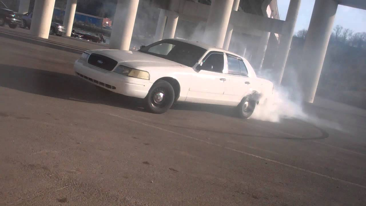 Ford Crown Victoria Police Interceptor >> ME doing a burnout in my old spl vehicle.. 2001 Crown Victoria Police Interceptor - YouTube