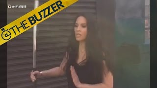 Aaron Rodgers' girlfriend, Oliva Munn, has some serious sword skills