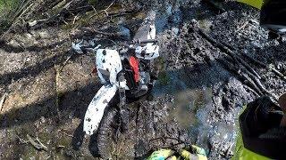 Enduro : Motocykl utopiony w bagnie