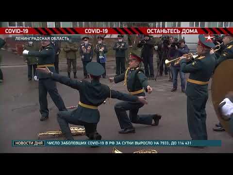 Военные ЗВО поздравляют ветеранов с 9 мая на дому