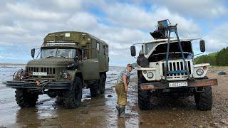 ЗИЛ 131 вытаскивает Урал 4320.Строительство избушки на Белом море. Автодом ГодЗИЛла.