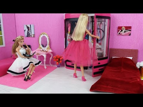 Two Barbie Sisters Morning Routine In The Pink Bedroom And New Dresses
