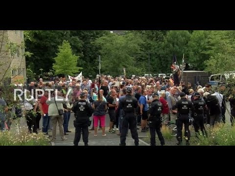 Germany: Protesters greet Justice Minister Heiko Maas in Dresden over new social media legislation