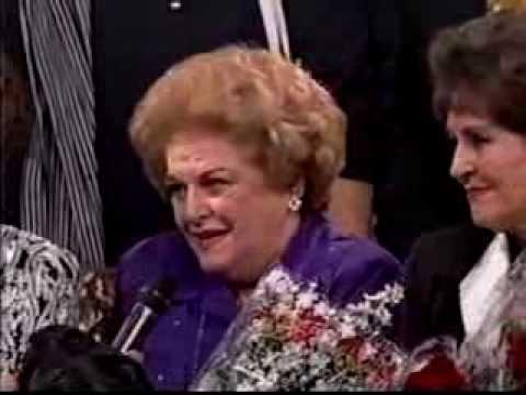DANIELA ROMO PLATICA CON MARGA LOPEZ,  CARMEN MONTEJO, SILVIA PINAL, MARIA VICTORIA...