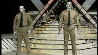 "Los Robots Humanos | Boing Boom Tschak - Kraftwerk (1991, ""Telemanías"", Cba, Argentina)"