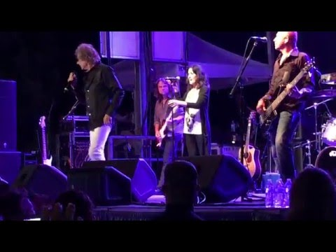 Starship (featuring Mickey Thomas) - White Rabbit/Miracles/Count On Me/Somebody To Love