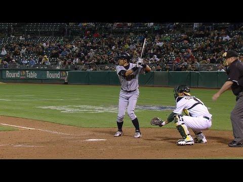 SEA@OAK: Ichiro singles to first, breaks Mariners hit record