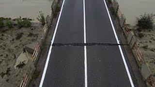 Maltempo Calabria, il drone vola sopra il ponte a rischio sul fiume Neto