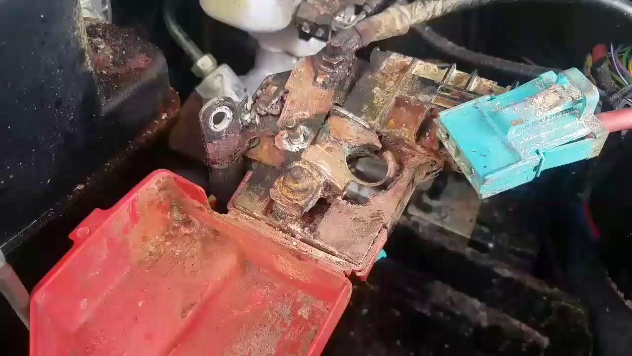 Replace a battery terminal for a 2015 ford explorer  YouTube
