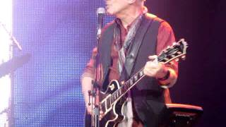 "Peter Frampton Comes Alive! 35 Tour performs ""Somethings Happening"""