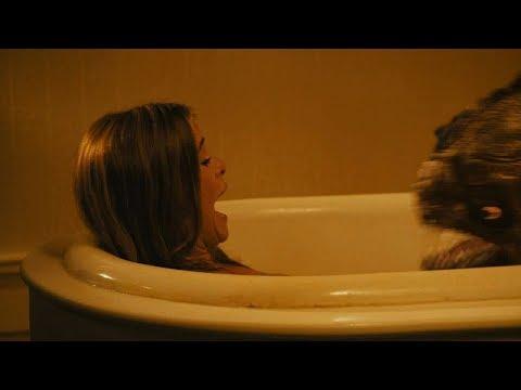 Сцена в ванне \ Пираньи 3DD Piranha 3DD