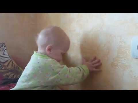 Понедельник .... малыш бъется головой об стенку