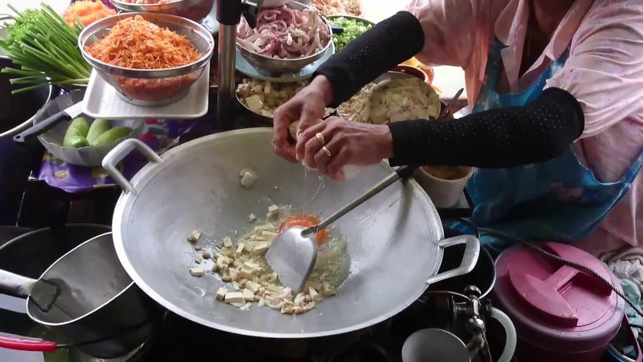 ผัดไทป้าแก้ว ตลาดน้ำอัมพวา - บ้านแม่อารมณ์โฮมสเตย์