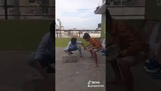 Bombuli action