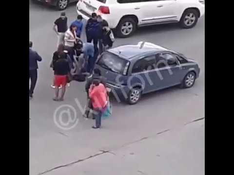 Очевидцы привели в чувство потерявшего сознание водителя. Сургут.