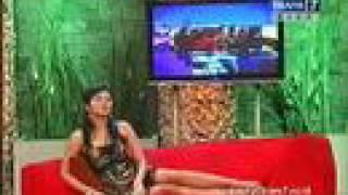Repeat youtube video Empat Mata - Presenter Kuis 6 of 12
