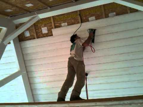 Pose lambris dans maison bois 37 youtube for Pose d un plafond en lambris pvc