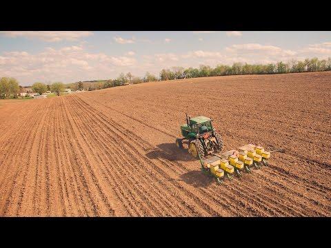 First Day Corn Planting! - John Deere 4640 & John Deere 7200 Planter