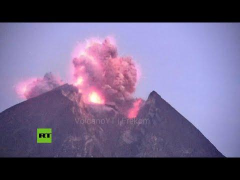 Erupciona volcán en Indonesia dejando una columna de ceniza de 2.000 metros