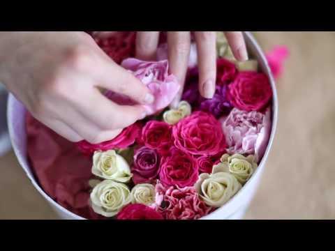 Цветы и макарони в коробке