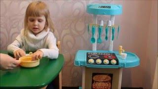 Обзор детской кухни Zanussi. Готовим пиццу(Обзор #детскаякухня #Zanussi Готовим вкусную пиццу с помощью набора пластилина на детской кухне Zanussi. Лиза..., 2016-02-22T14:46:46.000Z)