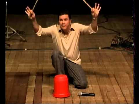 Joel Silva 'tocando à balde'