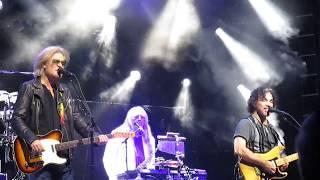 Daryl Hall & John Oates - She