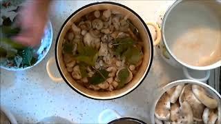 Как солить грузди  холодным способом?Салат из солёных грибов.