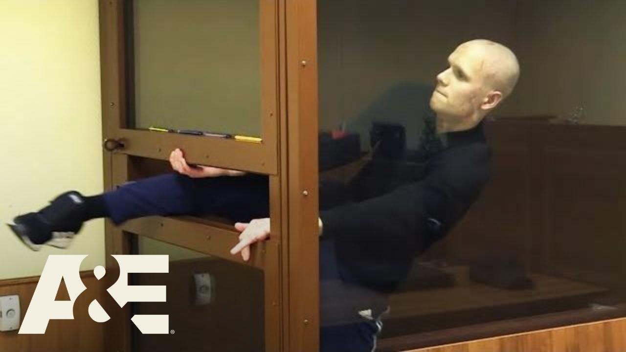 Court Cam: Russian Man Tries to Escape from Court (Season