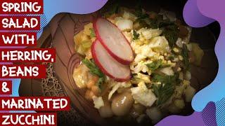 Весенний салат с селедкой, фасолью и мариноваными кабачками