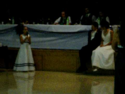 jess-&-patricks-wedding-flower-girl-singing-to-bride-&-groom