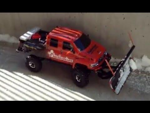 Rc Snow Plow Truck >> RC Snowplow, Budweiser Plow Truck - YouTube
