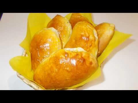 Запеченные пирожки в духовке из дрожжевого теста с яйцом и зеленым луком