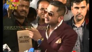 Yo Yo Honey Singh makes media sing to the tune of Lungi Dance at the Red Carpet of 4th Big Star Ente