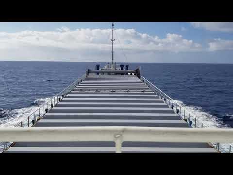 内航貨物船大峰山丸 北大東島を出港して南大東島に接岸