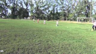 Тренировка группы юных футболистов 7-8-9 лет