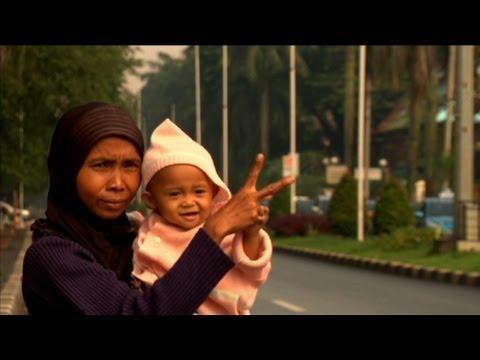 Jakarta road 'jockeys' help drivers skirt the rules