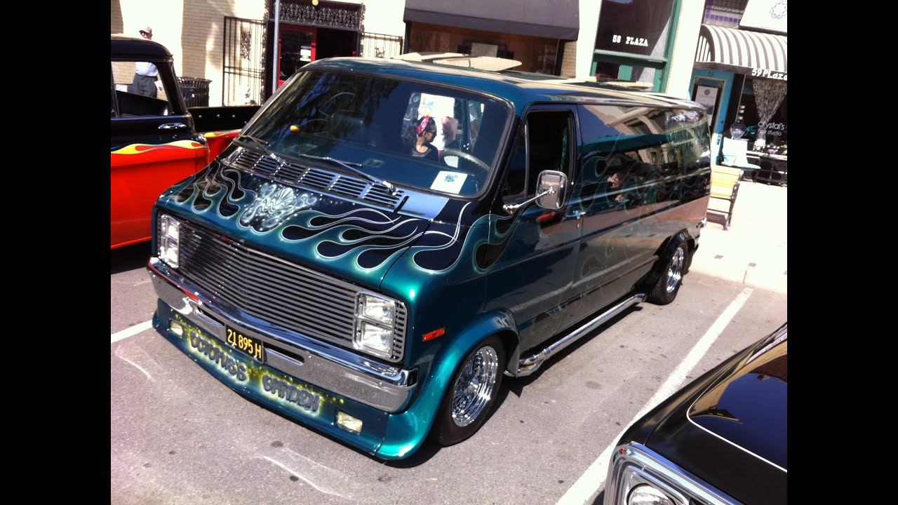 "Customized Vans Car >> 71 Dodge Ram Van ""Octopuss Garden"" - YouTube"