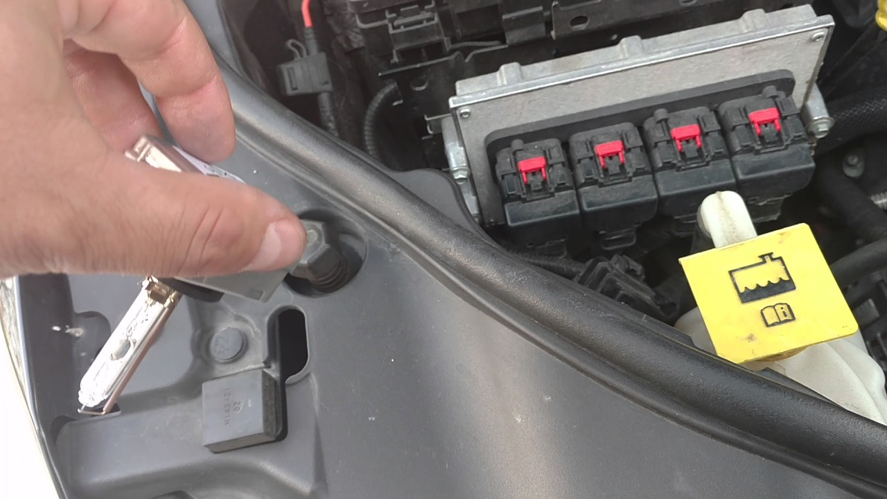 jeep gc wk2 d1s hid headlight bulb change tips [ 1280 x 720 Pixel ]