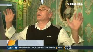 Пенсионер украсил подъезд лепниной и позолотой(, 2016-11-16T11:35:08.000Z)