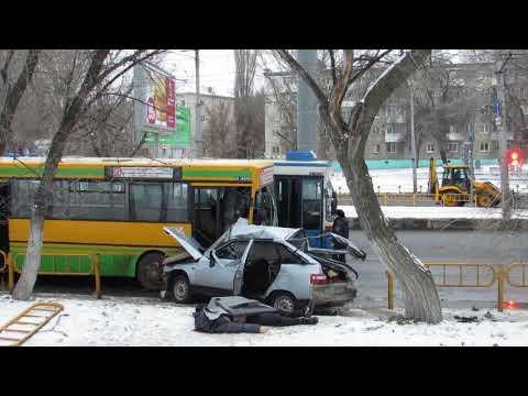 Молодой водитель протаранил автобус и погиб на месте ДТП