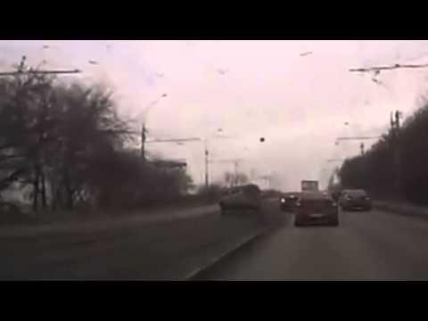 24.10.2014 ВсеДТП Новосибирск  жуткие кадры лобового столкновения на большой скорости