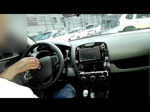 Tuto démontage console autoradio Renault Clio 4 / disassembly car radio console Renault Clio 4: démontage de l entourage de l autoradio qui nous permettra d avoir accès a l autoradio pour l enlever ou alors pour équiper notre voiture d un accessoire