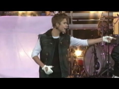 Justin Bieber Walks Into Glass Wall After Paris Concert, Passes Out and Suffers Concussion