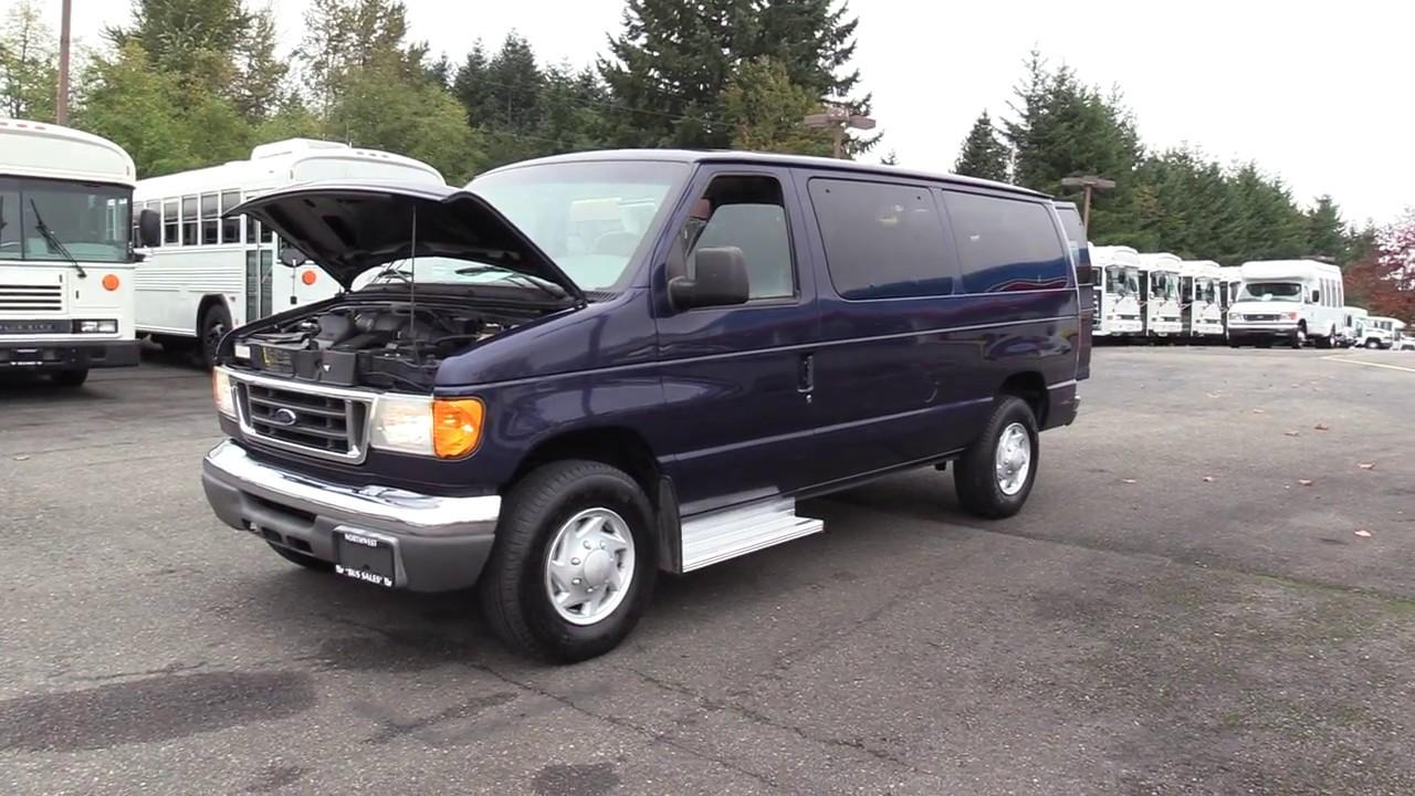 2004 Ford E-350 10 Passenger Van - S26217