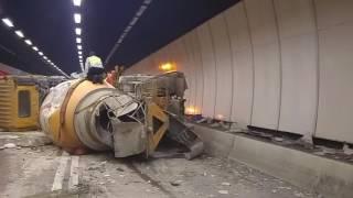 大欖隧道兩巨無霸相撞 田螺車翻側貨櫃車呈L形(蔡靜心攝)