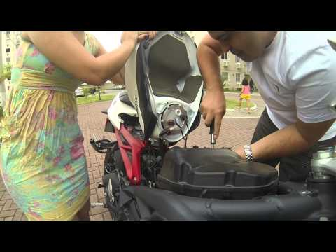 Triumph Daytona R - How to Install a K&N